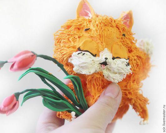 """Игрушки животные, ручной работы. Ярмарка Мастеров - ручная работа. Купить Фигурка """"Рыжий котик с тюльпанами"""" (кот, рыжий, цветы). Handmade."""