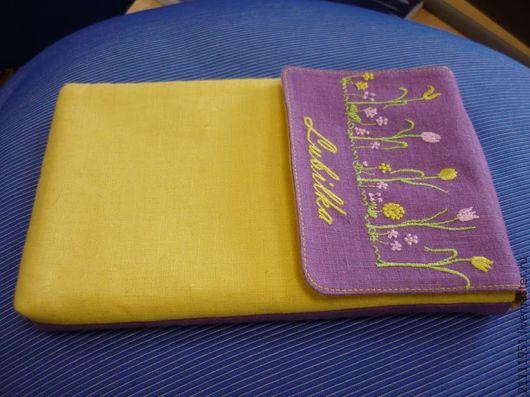 """Сумки для ноутбуков ручной работы. Ярмарка Мастеров - ручная работа. Купить Чехол для планшета из льна с вышивкой """"Луг"""". Сиреневый и желтый.. Handmade."""