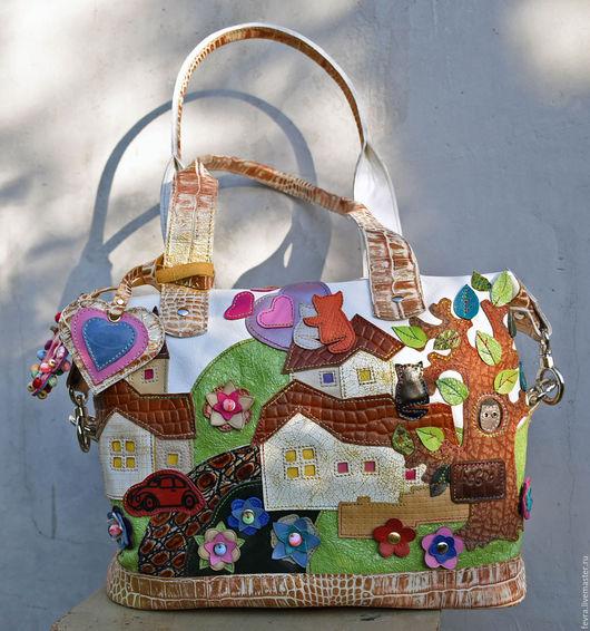 По настоящему сказочная сумка. Лёгкая, светлая, волшебно сияющая.