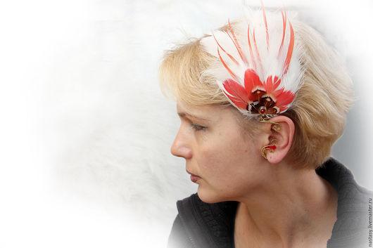 Красно-белый кафф с перьями `Красный Цветок` Кафф с перьями `Красный Цветок` Автоские серьги с перьями и другие украшения. Анастасия Николаева.
