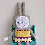 Куклы и игрушки ручной работы. Ярмарка Мастеров - ручная работа Жаккардовый кролик вязаная игрушка для самых маленьких. Handmade.