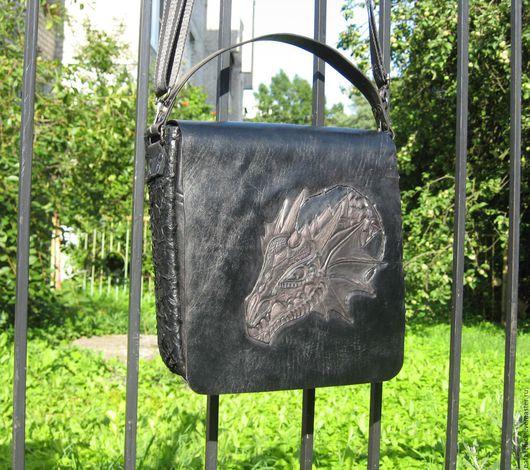 """Мужские сумки ручной работы. Ярмарка Мастеров - ручная работа. Купить Сумка из кожи  и гравировкой на клапане """"Черный дракон"""". Handmade."""