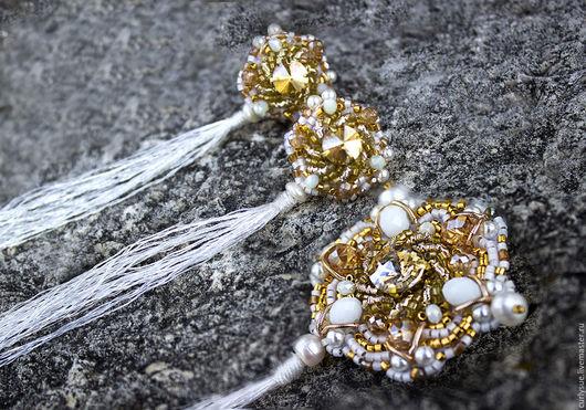 Броши ручной работы. Ярмарка Мастеров - ручная работа. Купить Брошь с жемчугом и кристаллами позолота и золотное шитье. Handmade. Золотой