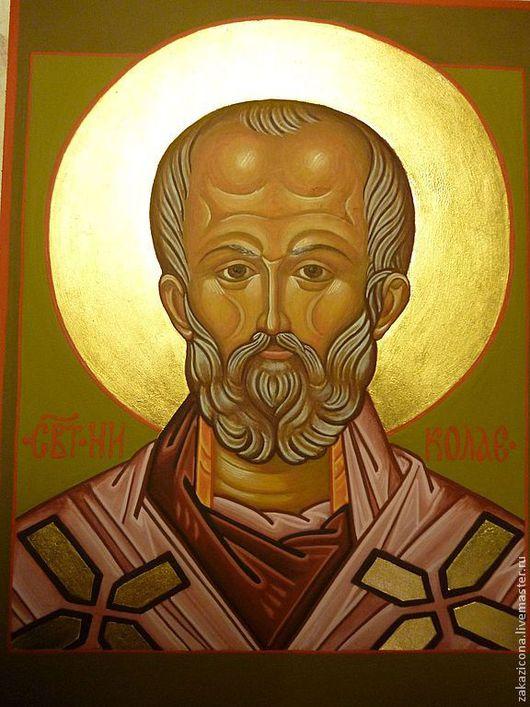 Икона Святителя Николая выполнена желтковой темперой на доске с паволокой и левкасом. Золочение.