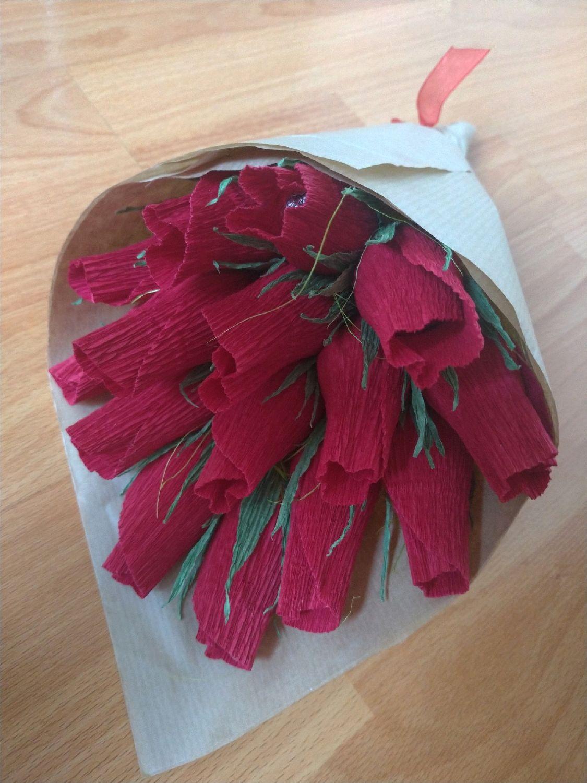 Быстрый букет из бутонов роз с конфетами, розничный склад