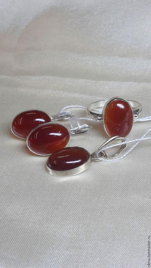 Комплект украшений ручной работы из натурального сердолика в серебре.
