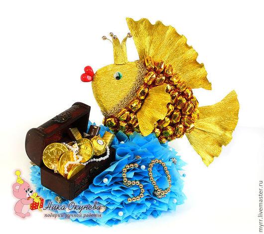 Кулинарные сувениры ручной работы. Ярмарка Мастеров - ручная работа. Купить Подарок мужчине на 50 лет Золотая рыбка из конфет. Handmade.
