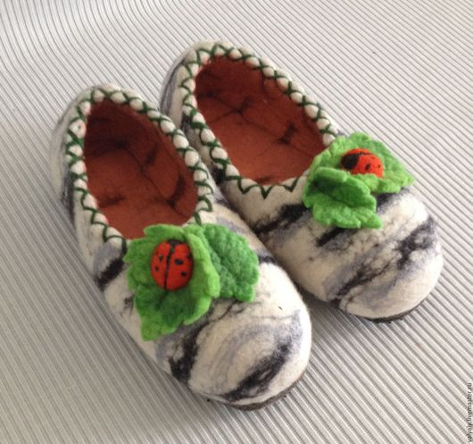 """Обувь ручной работы. Ярмарка Мастеров - ручная работа. Купить валяные тапочки """"березка"""" сделаю на заказ. Handmade. Белый"""