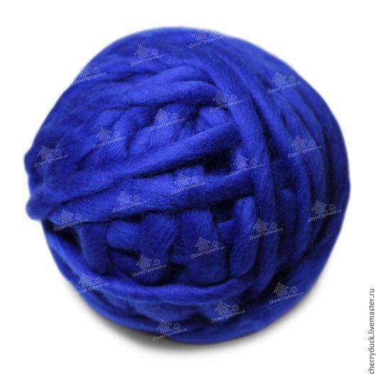 Толстая пряжа из 100% тонкой шерсти мериноса. Выполнена вручную на специальном оборудовании. Пряжа ручной работы ценится сегодня очень высоко.