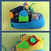 """Куклы и игрушки ручной работы. Ярмарка Мастеров - ручная работа Развивающая игрушка ботинок  """"Весёлые застежки"""". Handmade."""
