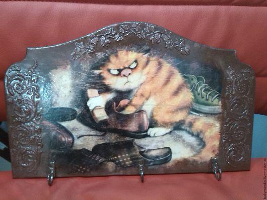 """Прихожая ручной работы. Ярмарка Мастеров - ручная работа. Купить Ключница """" Кот и тапки"""". Handmade. Комбинированный, котенок, ключница"""