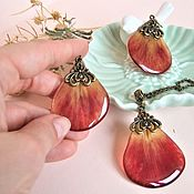 Украшения handmade. Livemaster - original item Vintage Earring and Pendant Set with red Tulip Resin Petals. Handmade.