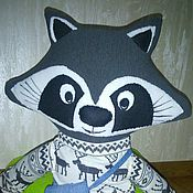 Мягкие игрушки ручной работы. Ярмарка Мастеров - ручная работа Подушка-игрушка Енот. Handmade.
