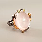 """Крупное серебряное кольцо: розовый кварц, цаворит """"Божественный дар"""""""