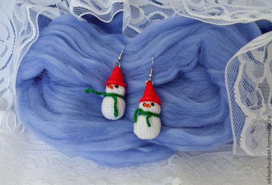 """Колье, бусы ручной работы. Ярмарка Мастеров - ручная работа. Купить Серьги """"Снеговички"""". Handmade. Снеговик, серьги, Вязаные серьги"""