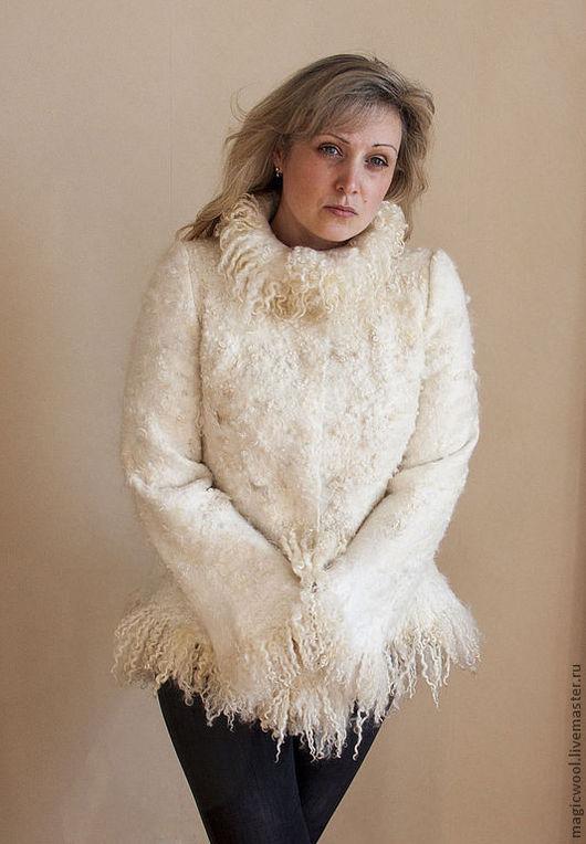 """Верхняя одежда ручной работы. Ярмарка Мастеров - ручная работа. Купить """"Шубка"""" войлочная. Handmade. Белый, куртка из войлока"""