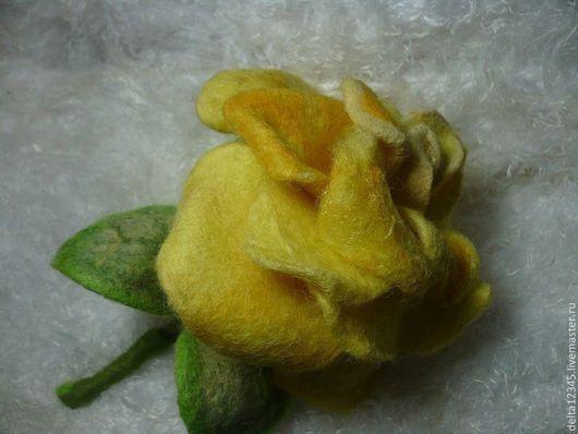 Украшения и аксессуары ручной работы. Ярмарка Мастеров - ручная работа. Купить Желтая роза на каркасе. Handmade. Желтый, брошь, пальто