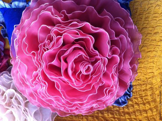 подушка роза -цвет фукси, украшение для интерьера