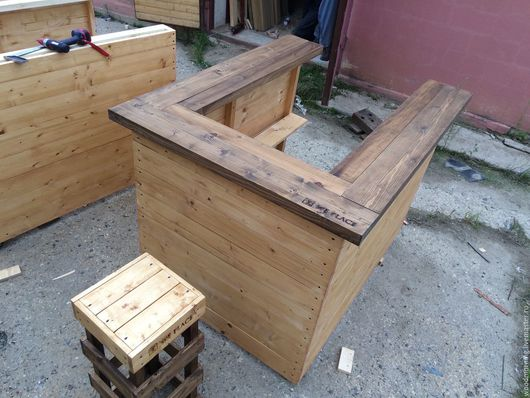 Барный стул из дерева от мастерской WoodMorning!  Возможны разные цвета и формы по нашим и вашим эскизам!