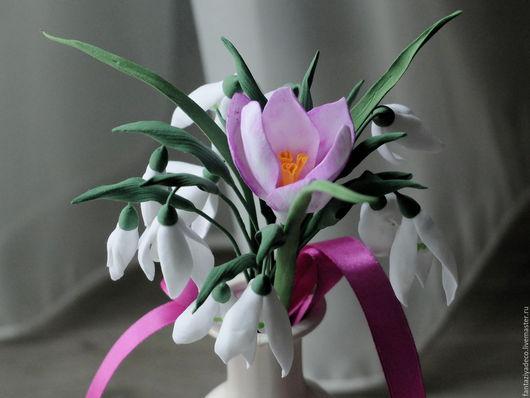 Букеты ручной работы. Ярмарка Мастеров - ручная работа. Купить Букет с белыми подснежниками и розовыми крокусами из полимерной глины. Handmade.
