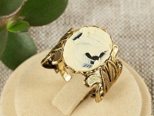 Кольца ручной работы. Ярмарка Мастеров - ручная работа. Купить Кольцо-камея Дама с бусами, античное золото (13х18мм). Handmade.