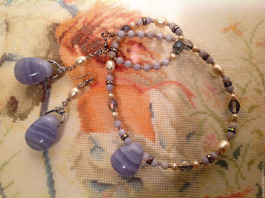 Колье, бусы ручной работы. Ярмарка Мастеров - ручная работа. Купить Ожерелье и серьги с голубым  халцедоном  Вокализ. Handmade. Голубой