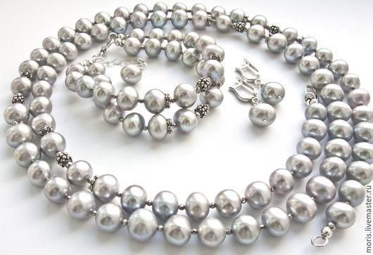 Комплект бусы браслет серьги из серого жемчуга и серебра. Серебряный комплект из натурального жемчуга. Ожерелье и браслет из натурального жемчуга и серебра.