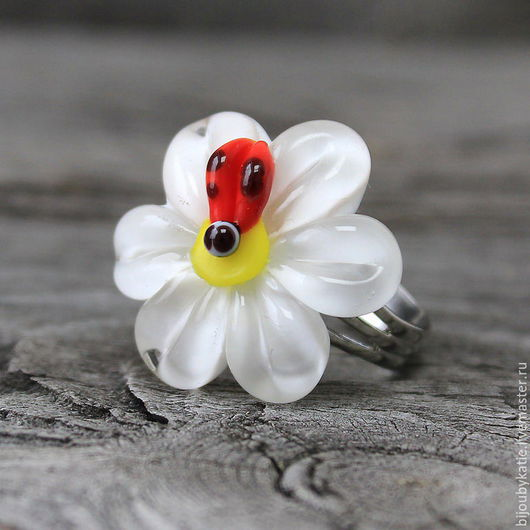 Яркое,  летние кольцо - летний ромашковый луг Диаметр ромашки 25мм Само кольцо безразмерное