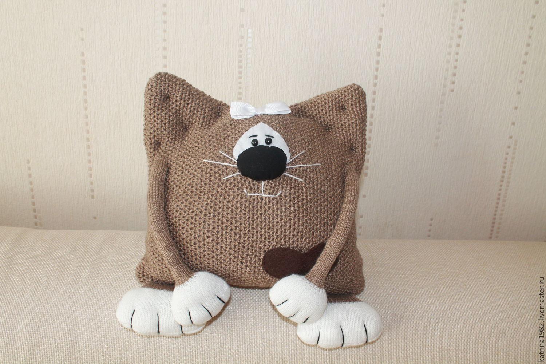 вязаная подушка спицами схема котик