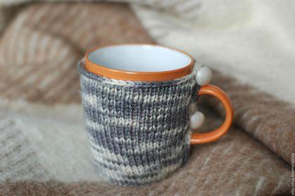 Кружки и чашки ручной работы. Ярмарка Мастеров - ручная работа. Купить Кружка в свитере Под лаской плюшевого пледа. Handmade.