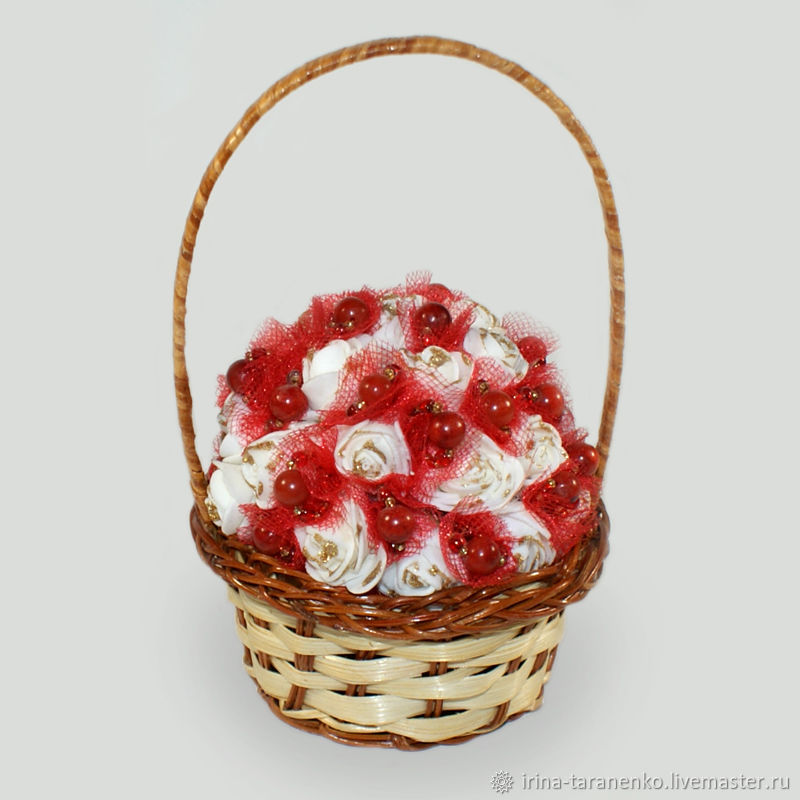 Flower basket with coral