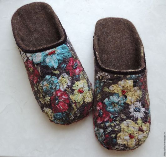 """Обувь ручной работы. Ярмарка Мастеров - ручная работа. Купить Валяные тапочки женские """"Цветочная поляна"""". Handmade. Коричневый"""