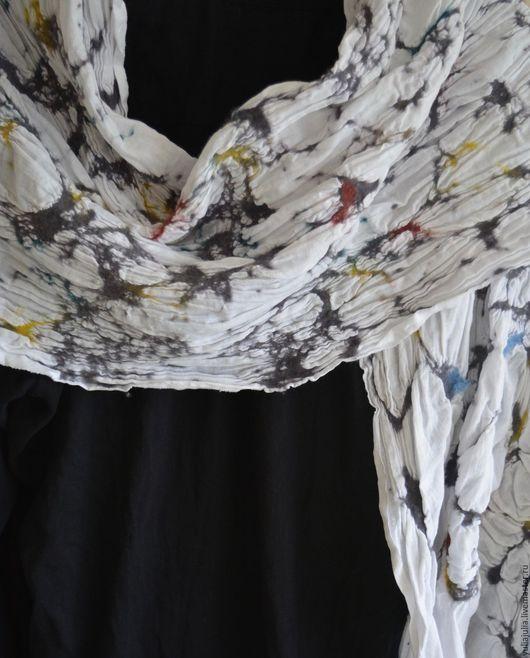 """Шарфы и шарфики ручной работы. Ярмарка Мастеров - ручная работа. Купить Шарф  """"Яркий"""". Handmade. Белый, нуновойлок, легкий шарф"""