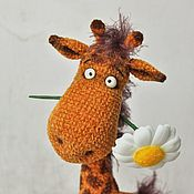 Мягкие игрушки ручной работы. Ярмарка Мастеров - ручная работа Мягкие игрушки: Жираф с ромашкой. Handmade.