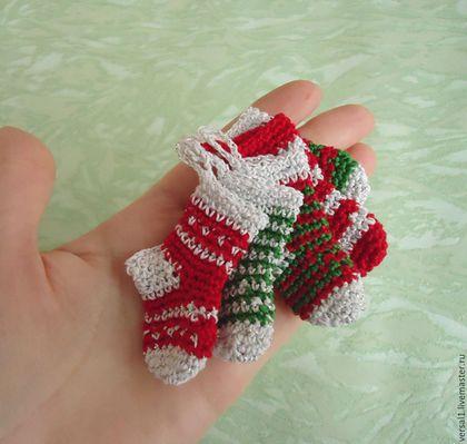 Миниатюра ручной работы. БРОНЬ Вязаные носочки для кукол и кукольного дома. Чемодан добра (Юлия). Ярмарка Мастеров. Кукольный дом
