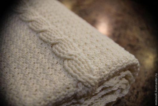 Текстиль, ковры ручной работы. Ярмарка Мастеров - ручная работа. Купить Вязаный плед молочного цвета из мериносовой шерсти. Handmade.