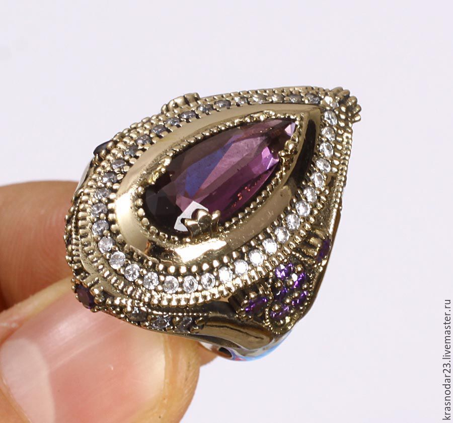 Chic ring made of silver gilt decorated with amethyst
