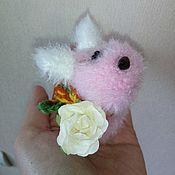 Подарки к праздникам ручной работы. Ярмарка Мастеров - ручная работа Вязаная собачка :) С шарфиком. Handmade.