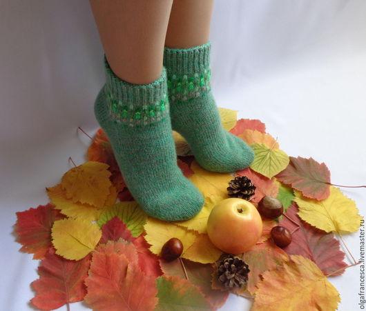 Носки, гольфы, чулки ручной работы. Носки вязаные. Носочки вязаные «На ковре из желтых листьев». Подарок ручной работы» из коллекции «Подарки». Olgafrancesca . Ярмарка мастеров.