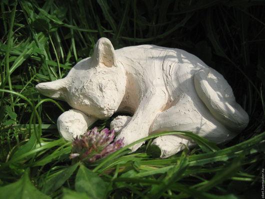 """Статуэтки ручной работы. Ярмарка Мастеров - ручная работа. Купить Статуэтка """"Спящая кошка"""" керамическая. Handmade. Белый, спящий кот"""