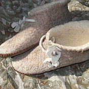 Обувь ручной работы. Ярмарка Мастеров - ручная работа валяные башмачки для дома,,Белый цветок``. Handmade.
