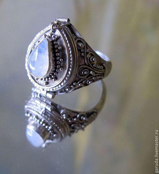 """Кольца ручной работы. Ярмарка Мастеров - ручная работа. Купить кольцо с секретом """"Капля"""" с лунным камнем. Handmade. Серебряный"""