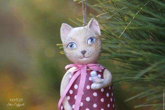 Игрушки животные, ручной работы. Ярмарка Мастеров - ручная работа. Купить Кошка с птичкой - игрушка из папье-маше. Handmade. Бордовый