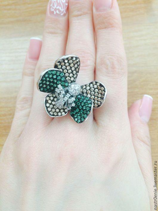 Изумительное кольцо, которое подойдёт для образа, требующего внимания со стороны))) имея такое, Внимание обеспечено!)))))