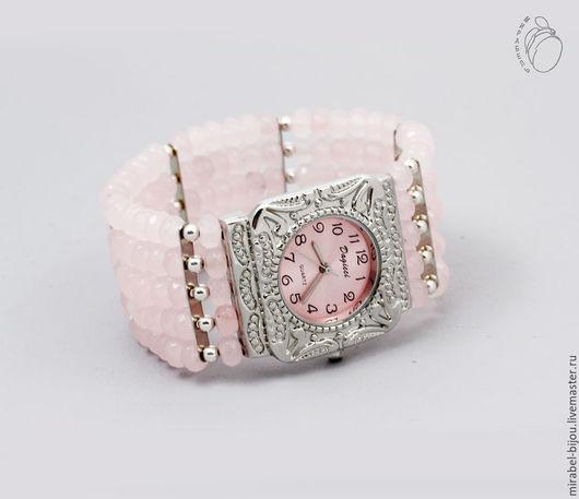 Мирабель-бижутерия. Наручные женские часы на широком браслете из розового кварца, под серебро, с розовым камнем, фото. Купить розовые часы в Москве. Mirabelle. Handmade. Pink clock on wide bracelet.