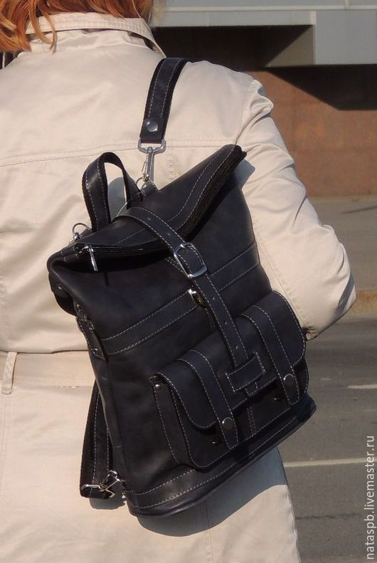 Сумка-рюкзак «Мистери» по цвету кожи схожа с классическим цветом всеми любимых и практичных джинсов, поэтому без труда впишется в Ваш гардероб.