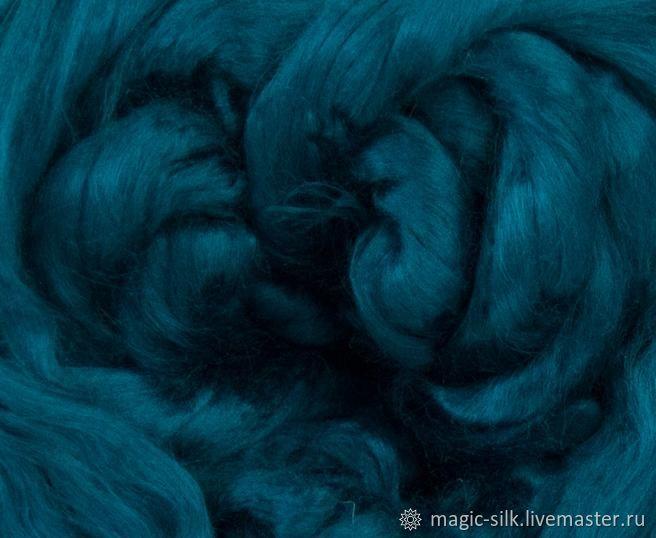 На фото цвет немного темнее и более синий. В реальности яркий малахитовый цвет. Схож с цветом Ирландия шелка Тусса.