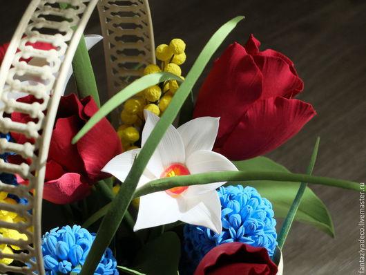 Персональные подарки ручной работы. Ярмарка Мастеров - ручная работа. Купить Корзинка с садовыми цветами и мимозой из полимерной глины. Handmade.