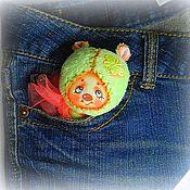 Куклы и игрушки ручной работы. Ярмарка Мастеров - ручная работа Мятная мишуля в кармашек). Handmade.
