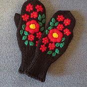 Аксессуары ручной работы. Ярмарка Мастеров - ручная работа Варежки с красными цветами. Handmade.